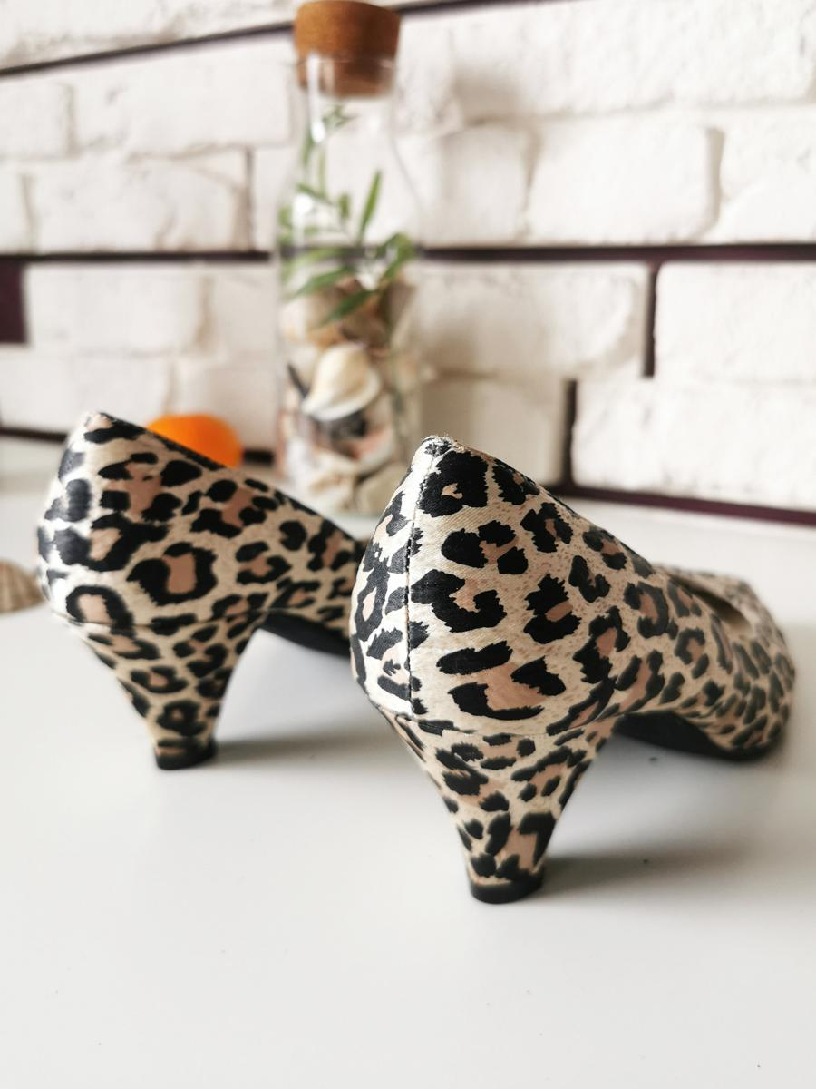 Vintage  shoes 80s leopard print winkle-pickers heeled shoes