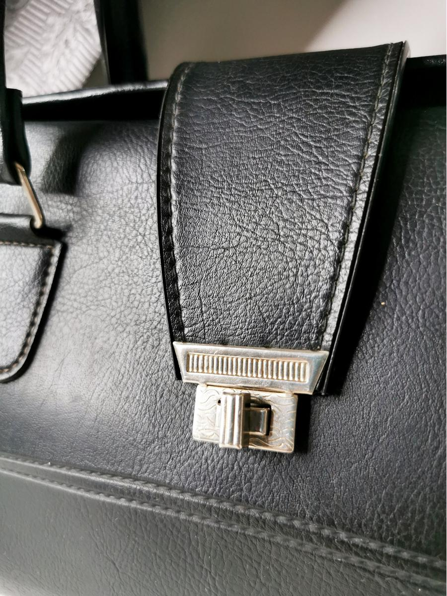 Vintage 80s real leather black doctor hand bag